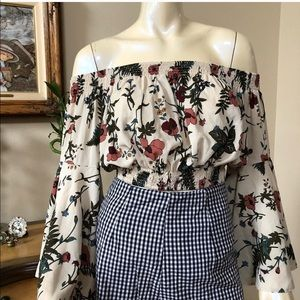 Brand new off the shoulder top size s/ m.